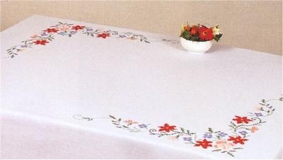 Tafellaken - Bloem, rood-blauw-rose  130 x 160 cm